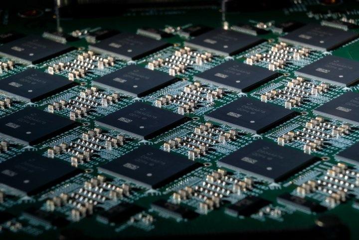 比傳統CPU快1000倍!英特爾將800萬個神經元塞進電腦系統