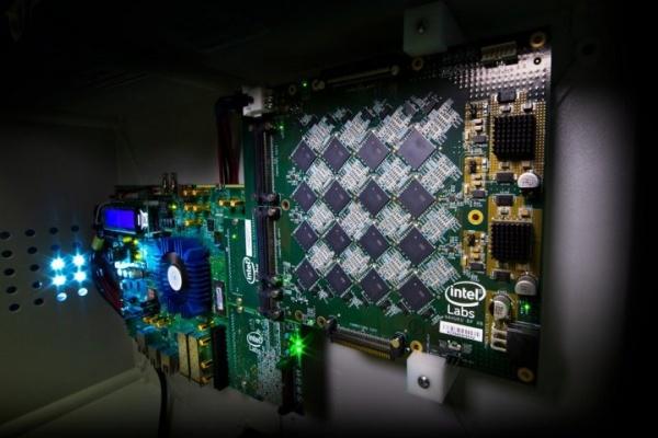 比传统CPU快1000倍!英特尔将800万个神经元塞进电脑系统
