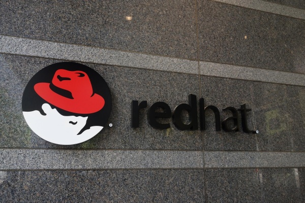 营收连四季衰退,IBM下一步要靠红帽争夺混合云霸主地位