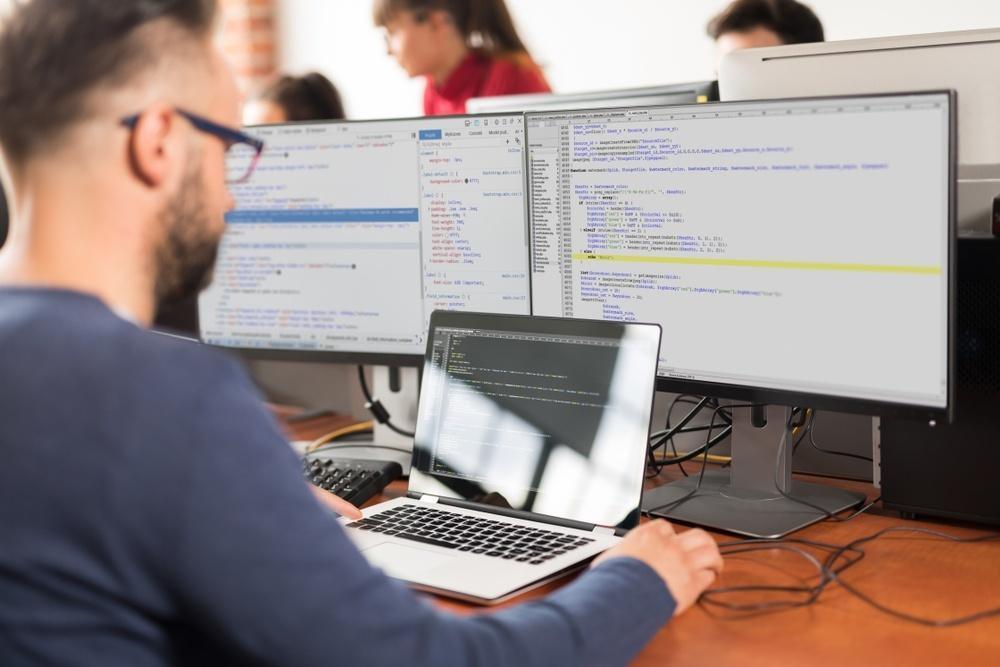 全球軟體工程師薪資報告出爐!Airbnb、DoorDash祭高薪搶人,科技業哪家最大方?