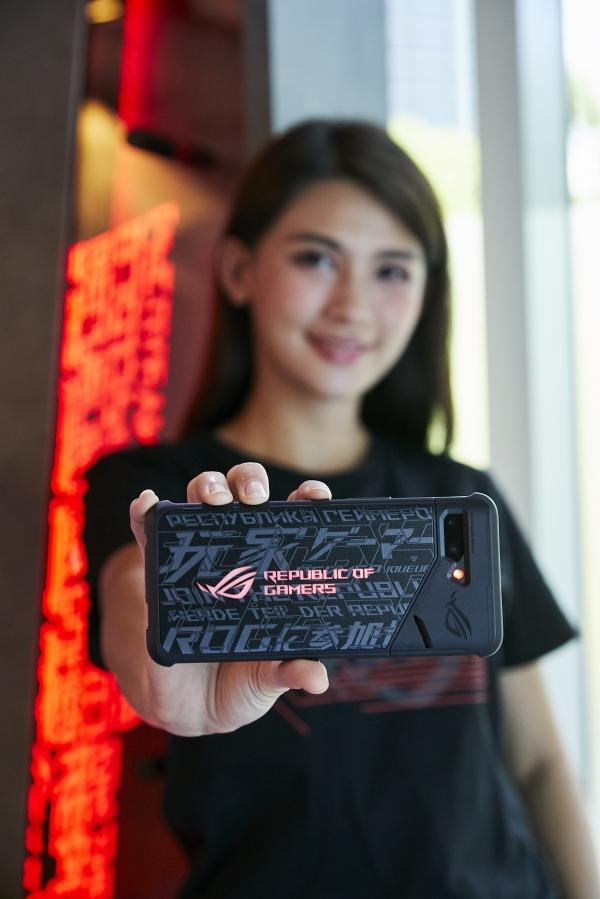 电竞手机才创200万支预购纪录!华硕证实:已跟腾讯开发第三代ROG Phone