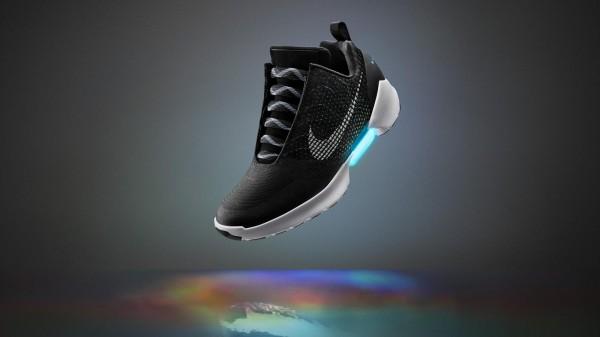 「嘿 Siri!帮我绑鞋带」Nike智能球鞋将问世,穿鞋不必弯腰