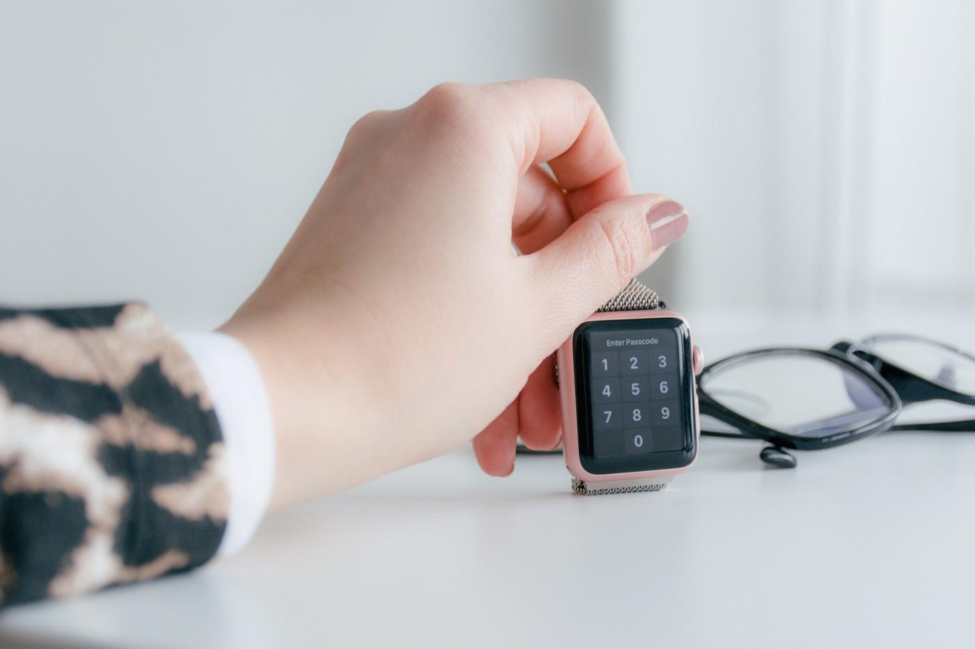 Face ID不夠看!Apple Watch通過三大新專利,用手腕就能解鎖