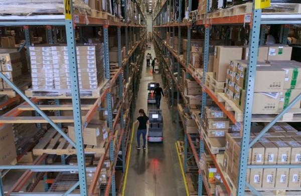亚马逊对手现身?电商隐形冠军Shopify砸140亿买下仓储机器人技术