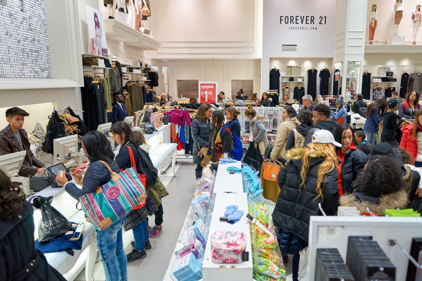 快時尚、鞋業巨頭都倒下!關店數將破1.2萬家,實體零售業該如何求生?