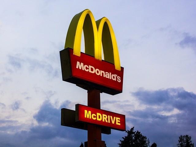 7成生意受威脅!麥當勞絕招得來速,為什麼在美國被禁?
