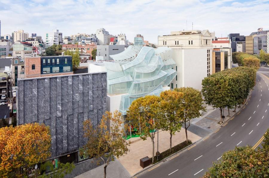 Frank Gehry 韩国首作!充满诗意的玻璃云朵:首尔路易威登 Maison Seoul 1
