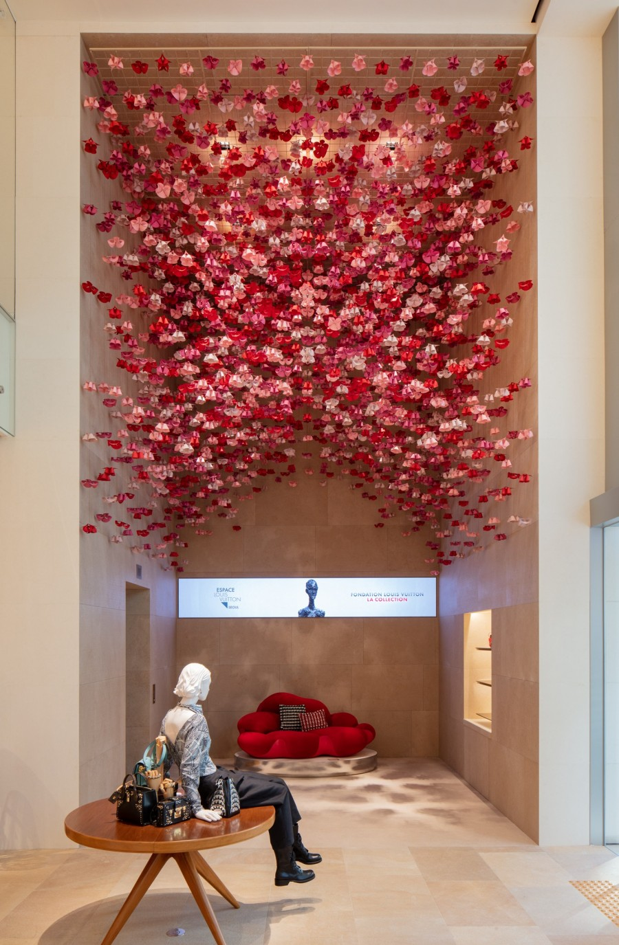 Frank Gehry 韩国首作!充满诗意的玻璃云朵:首尔路易威登 Maison Seoul 11