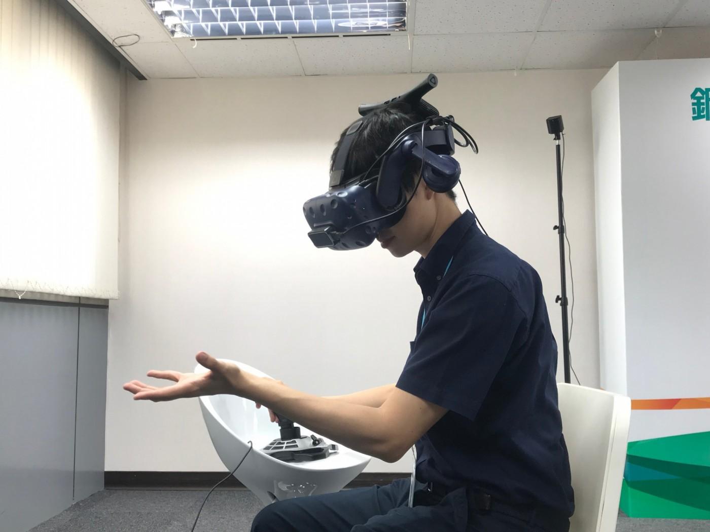 中鋼不老派,用VR傳授老師傅經驗!看滿月新總座如何推動鋼鐵部隊玩創意?