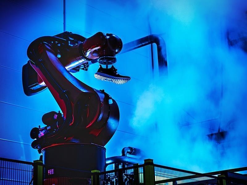 智慧造鞋卡關、結束兩間機器人工廠,Adidas升級工業4.0遇到什麼阻礙?