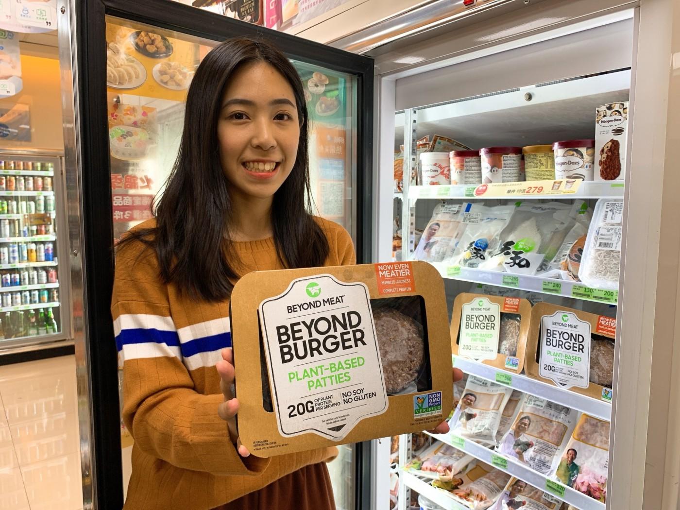 人造肉大舉登台!全家開賣Beyond Meat,全台首間販售「未來漢堡排」超商