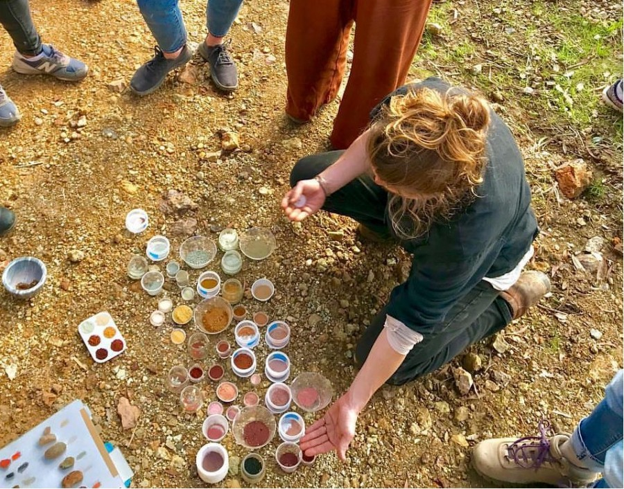 """500 种大自然的颜色!采集矿石打造天然调色盘,美国艺术家的""""赭石数据库"""" 9"""