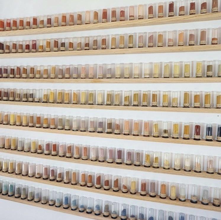 """500 种大自然的颜色!采集矿石打造天然调色盘,美国艺术家的""""赭石数据库"""" 3"""