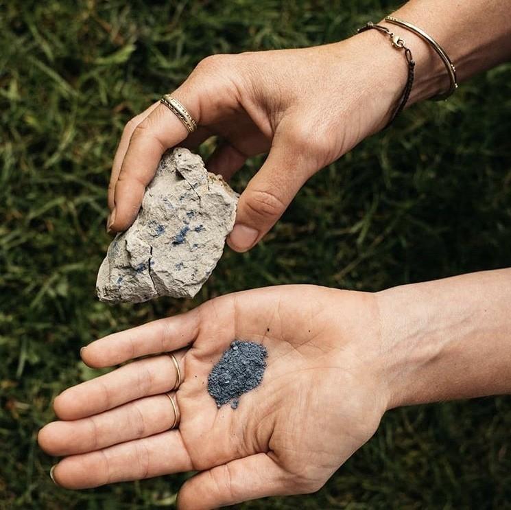 """500 种大自然的颜色!采集矿石打造天然调色盘,美国艺术家的""""赭石数据库"""" 6"""