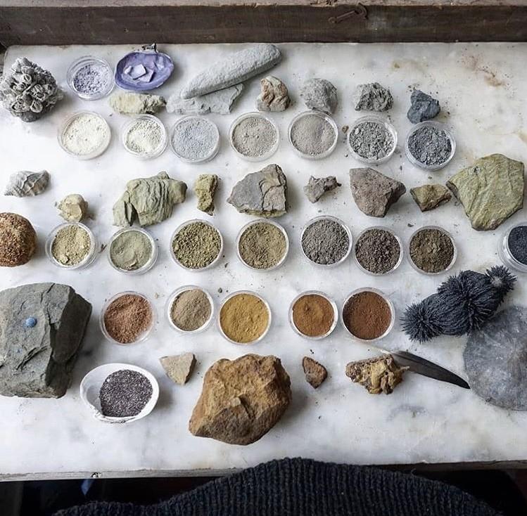 """500 种大自然的颜色!采集矿石打造天然调色盘,美国艺术家的""""赭石数据库"""" 1"""