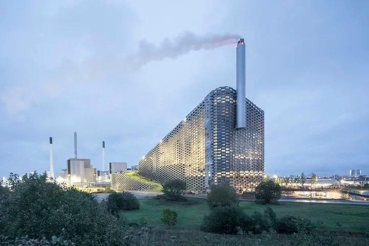 垃圾燒出清潔能源!為什麼丹麥要花6.7億美元,打造可滑雪、攀岩、小酌的未來發電廠CopenHill?