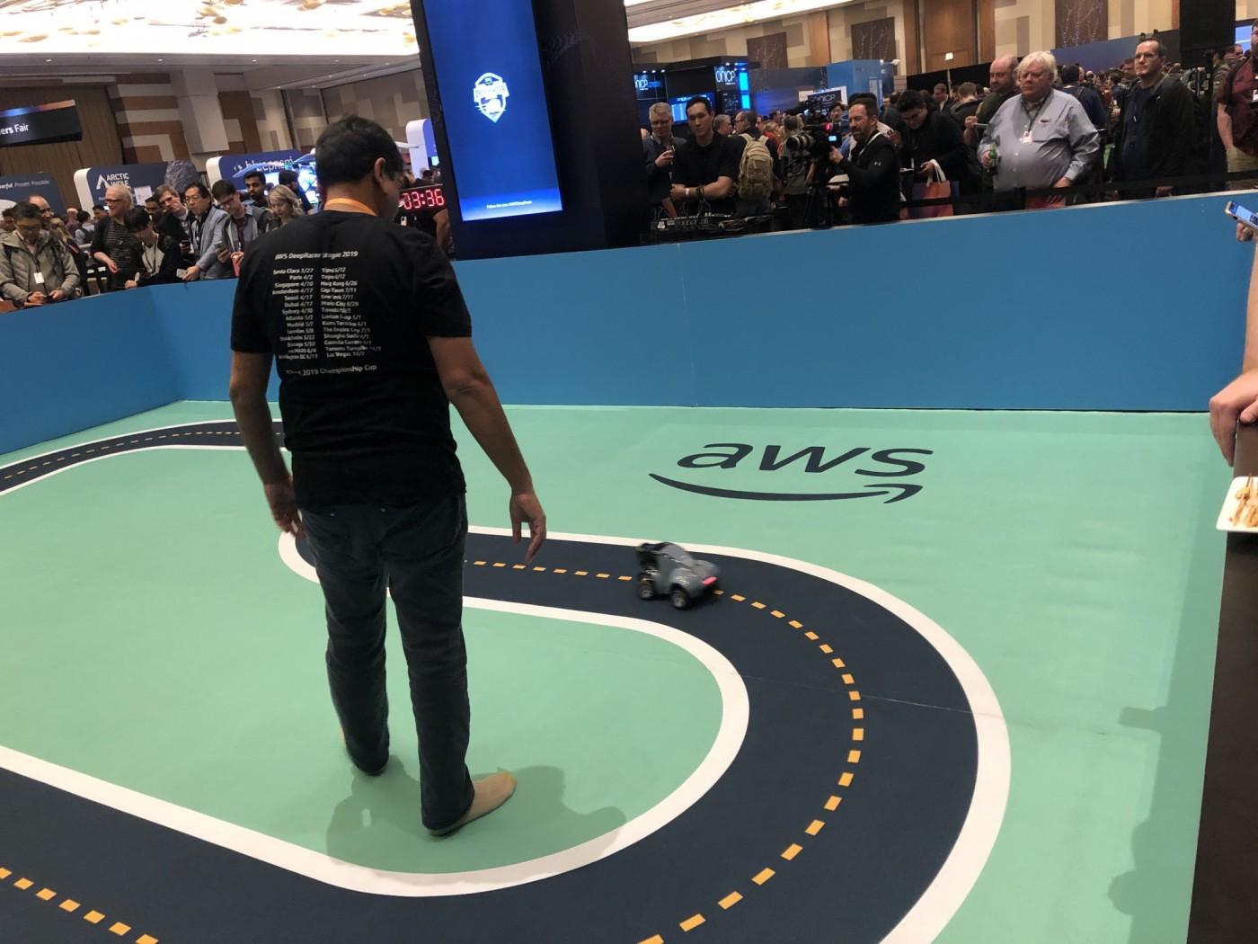 交大學生奪亞馬遜AI賽車銅牌!AWS首次舉辦全球自駕車比賽DeepRacer