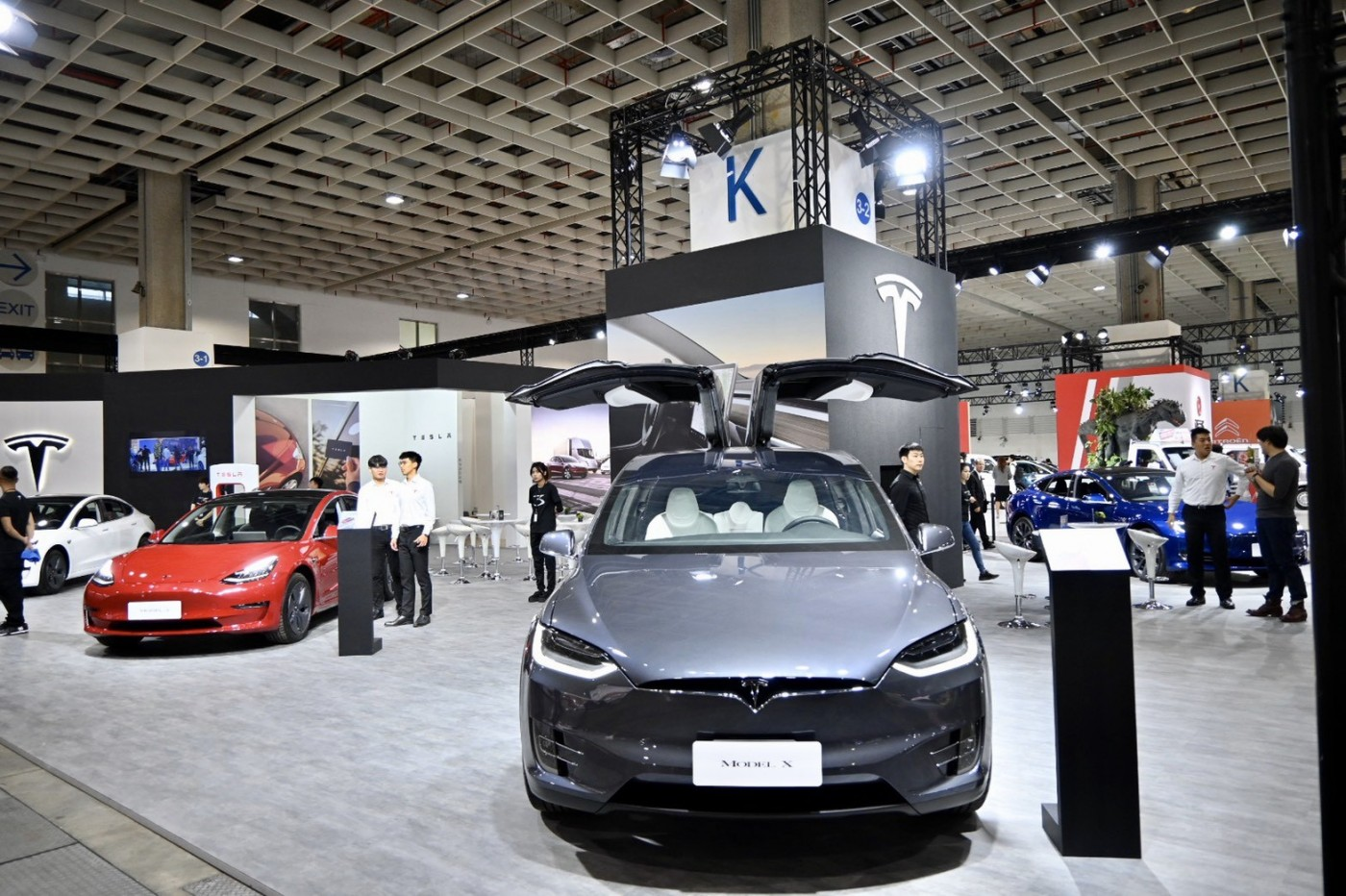 Model 3單月掛牌數破千台!特斯拉將引進新一代快充站,15分鐘就能充飽