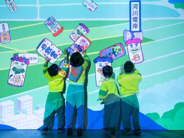 「從前、以前-2019映像節」〈小石將軍〉為互動型作品,拍打牆面時,石敢當將會跳動、發出聲音_宜東文