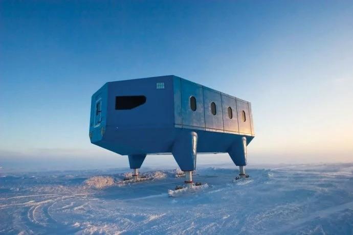 全球最酷建築在南極,有禮堂、圖書館而且蓋在雪橇上!