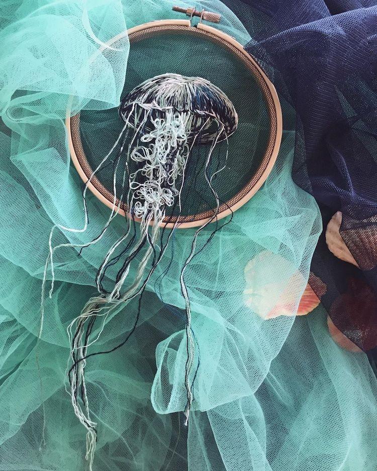 img 1581407910 62008@900 - 恍如梦境的水母刺绣!结合刺绣、针毡、串珠技法,展现水母的自在悠然