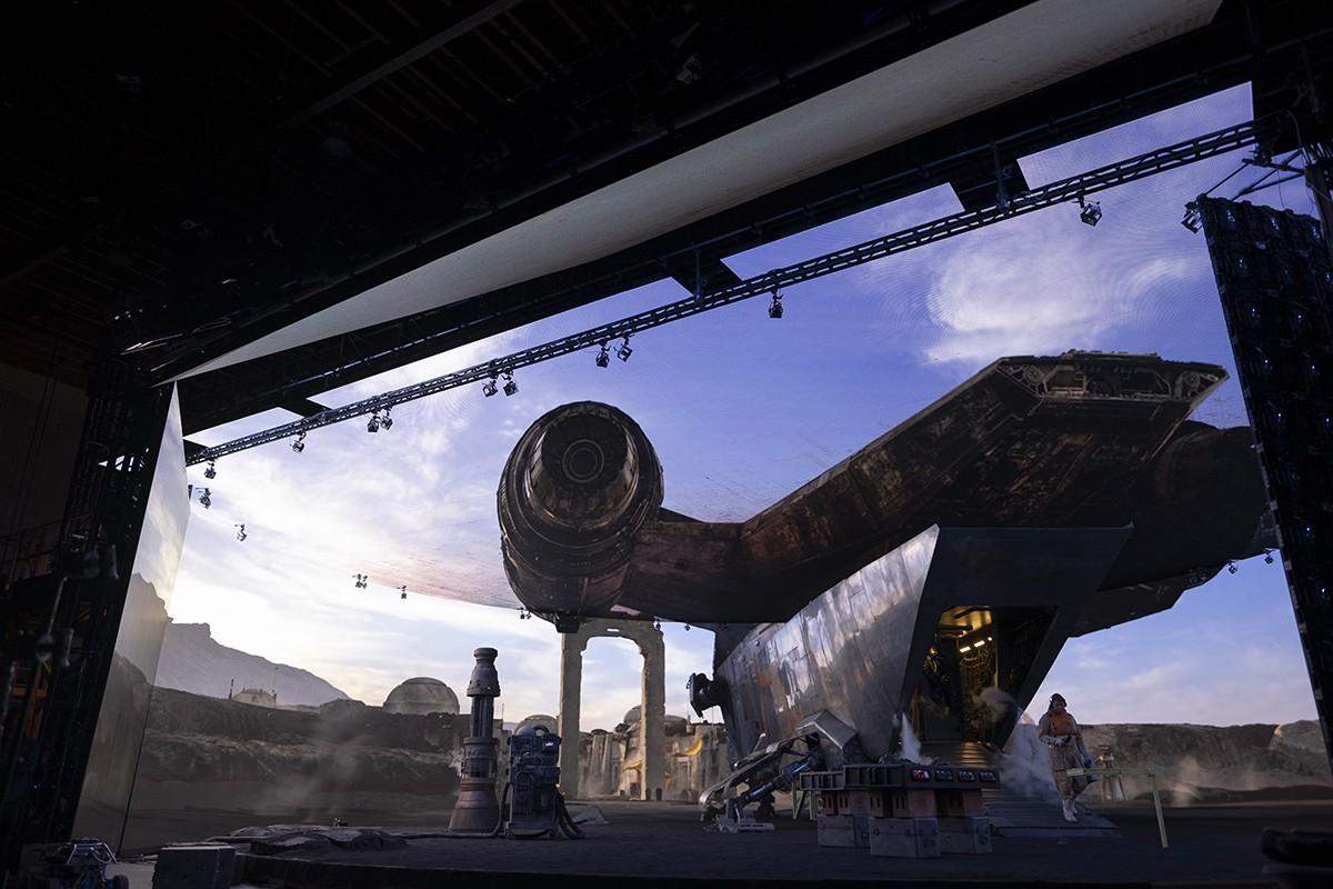 科幻大片可以告別綠幕了!Disney+拍《曼達洛人》,如何讓劇組不用再「想像」場景?