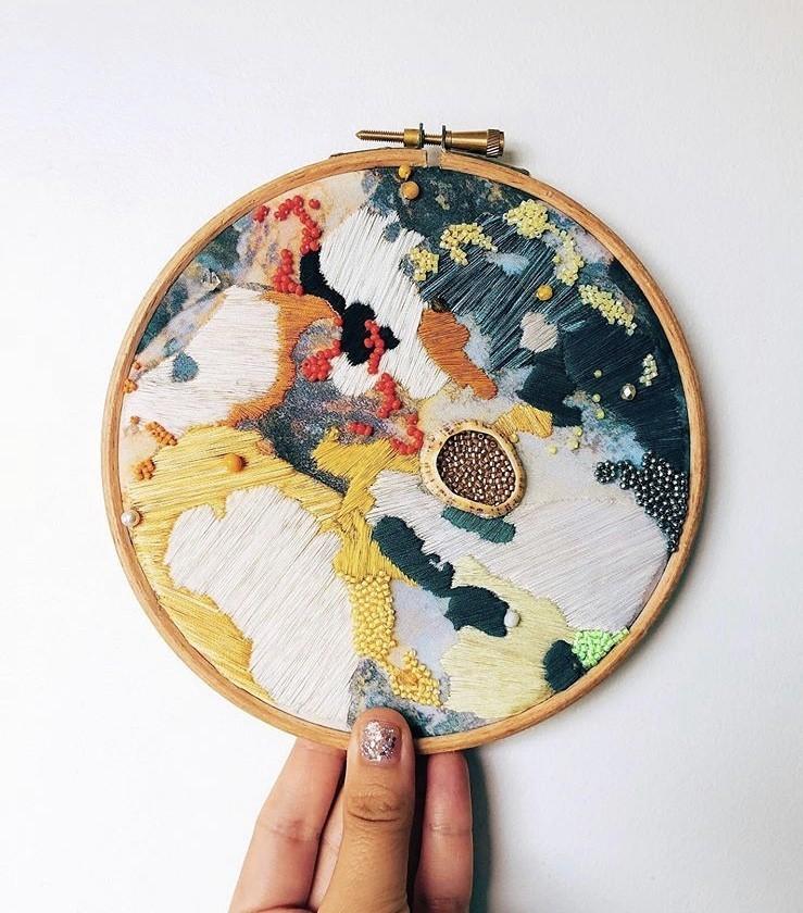 img 1583320126 72222@900 - 海岸系刺绣!海草、地衣、地貌纹理,英国艺术家 Emily Botelho 用针线纪录欧陆海岸