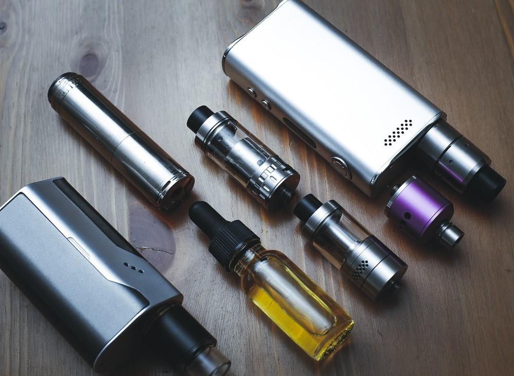 台灣也出現「電子菸肺病」!15歲少年抽4年染病,菸害防制法真的可防嗎?