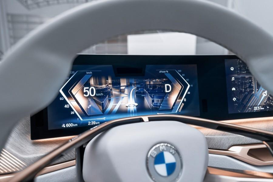 img 1583749369 70924@900 - 宝马 BMW 公开新 logo!走 2D 扁平化设计趋势,3 个设计重点整理