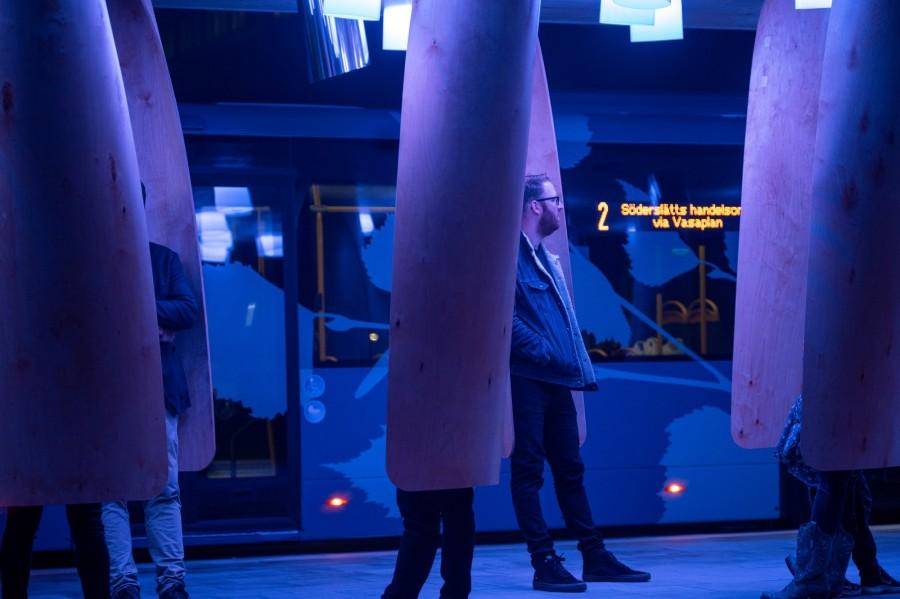 img 1585562491 67165@900 - 瑞典实验车站让你不再担心错过公车:智能声光提醒到站、木制吊舱挡风保暖