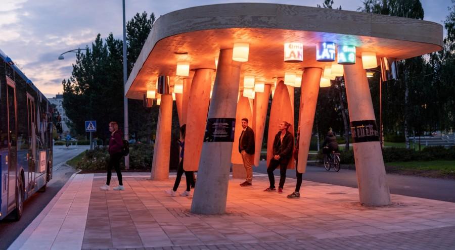 img 1585562507 51483@900 - 瑞典实验车站让你不再担心错过公车:智能声光提醒到站、木制吊舱挡风保暖