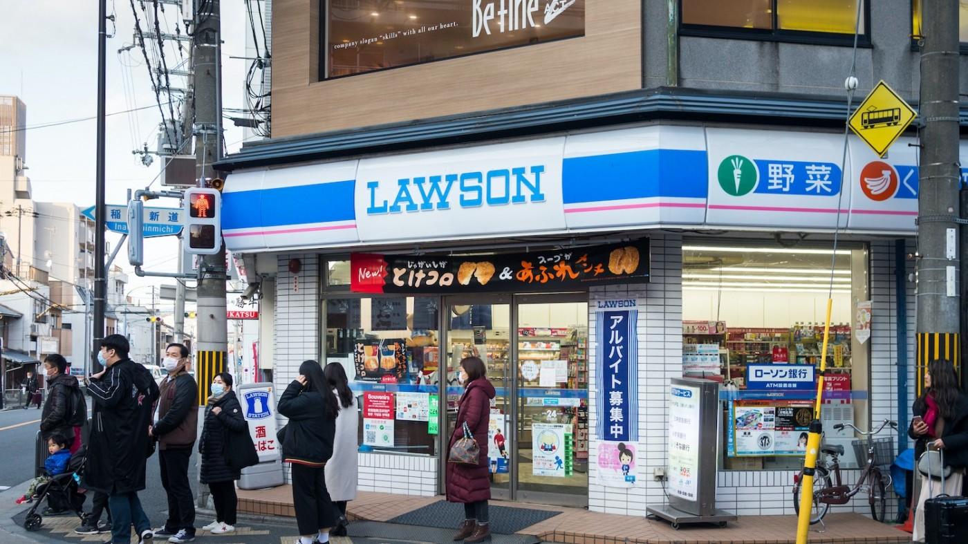 深夜超商無店員!日本企業出3招對付缺工現象,實際成效如何?