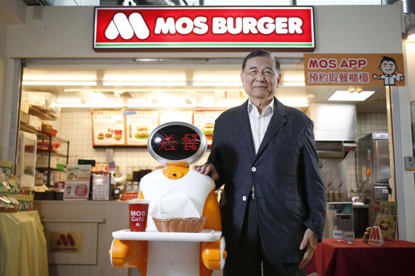 引進送餐機器人、人造肉!一個做馬達起家的外行人,如何讓摩斯更強大?