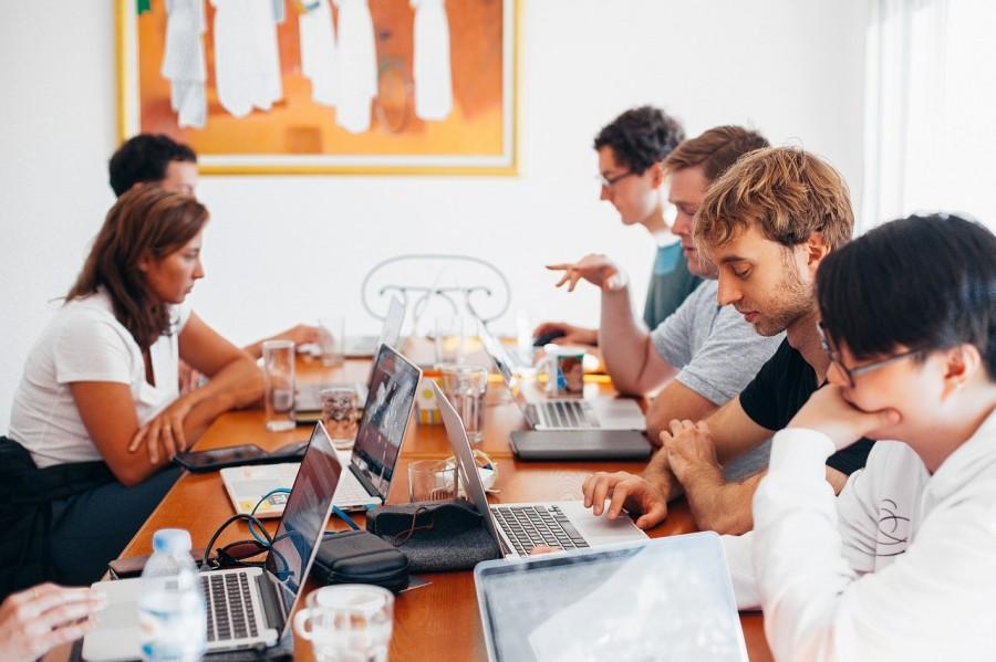 group-of-people-using-laptops-1560932.jpg