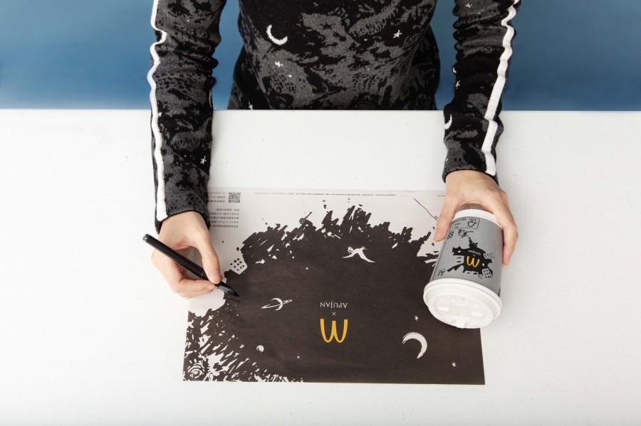 img 1588651245 43077@900 - 黑控注意!麦当劳再度携手 APUJAN 订制限量包装,打造黑色星空下的奇幻异想