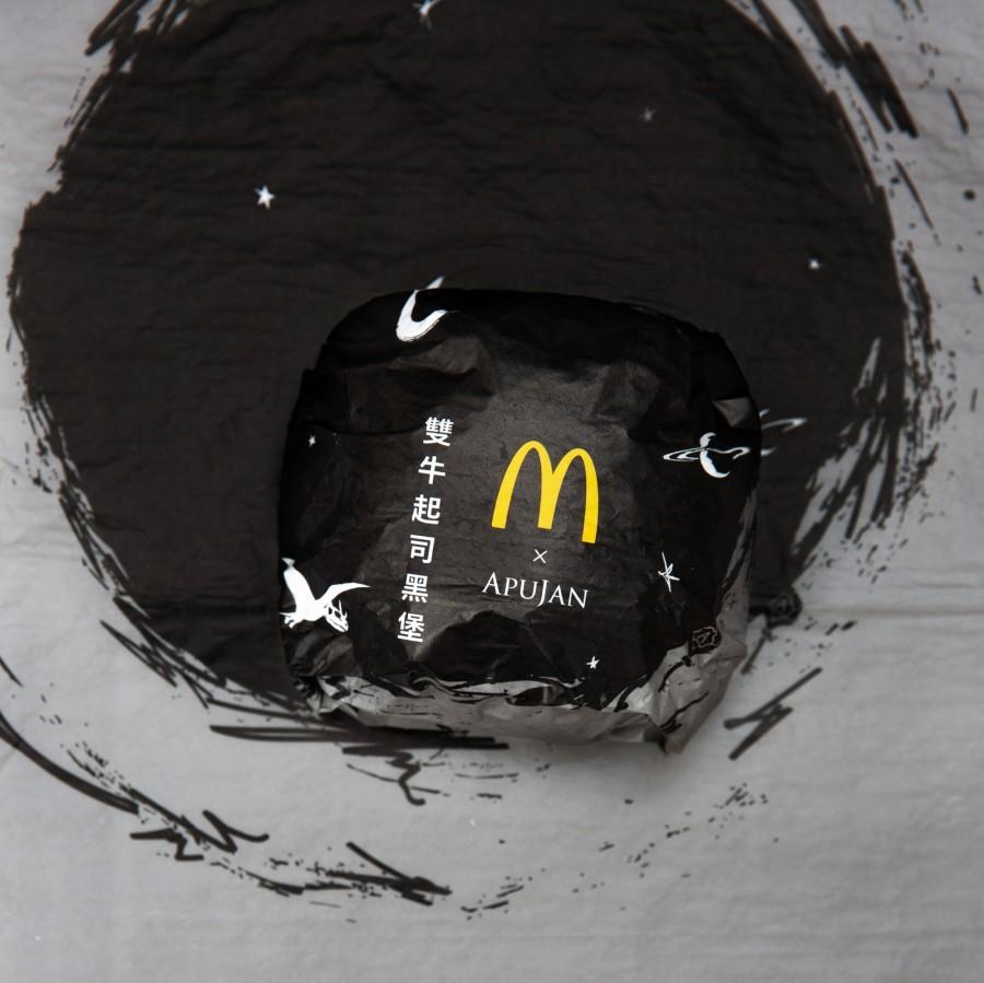 img 1588651270 31002@900 - 黑控注意!麦当劳再度携手 APUJAN 订制限量包装,打造黑色星空下的奇幻异想