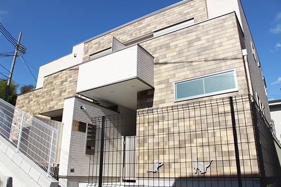 "img 1589786186 56577@900 - 最""猫性化""的公寓!玻璃猫咪步道、木质猫跳台,日本打造猫奴专属公寓"
