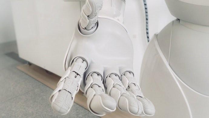 robot_white_arms