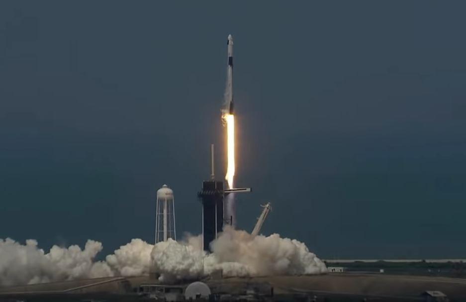 SpaceX為太空時代翻新頁!龍飛船成功載人升空,「宇宙旅行」明年登場