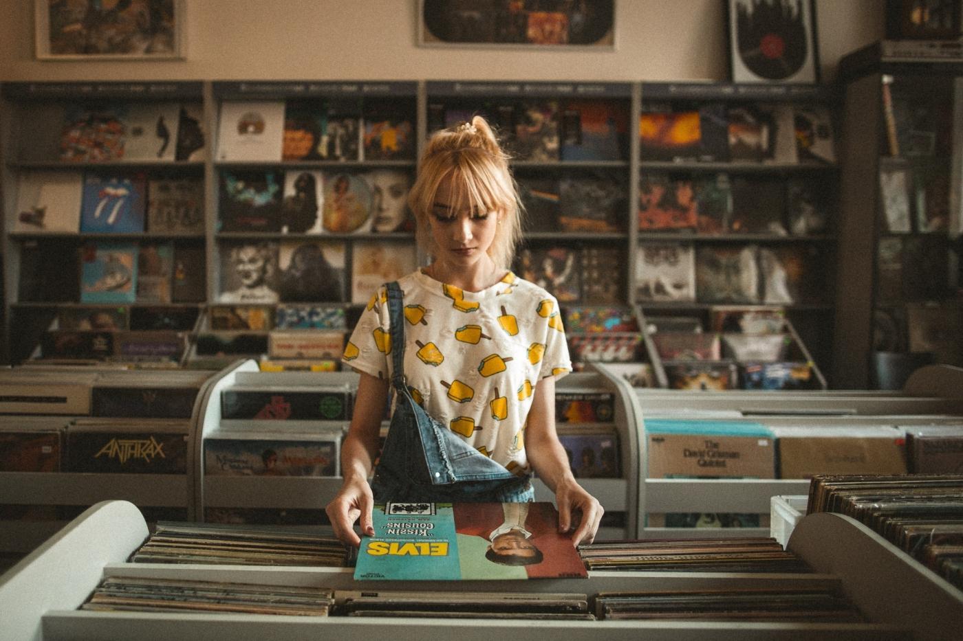 年紀大就不愛新歌?拿鉛筆倒帶、CD震動就跳針,科技如何影響我們的聽歌習慣?
