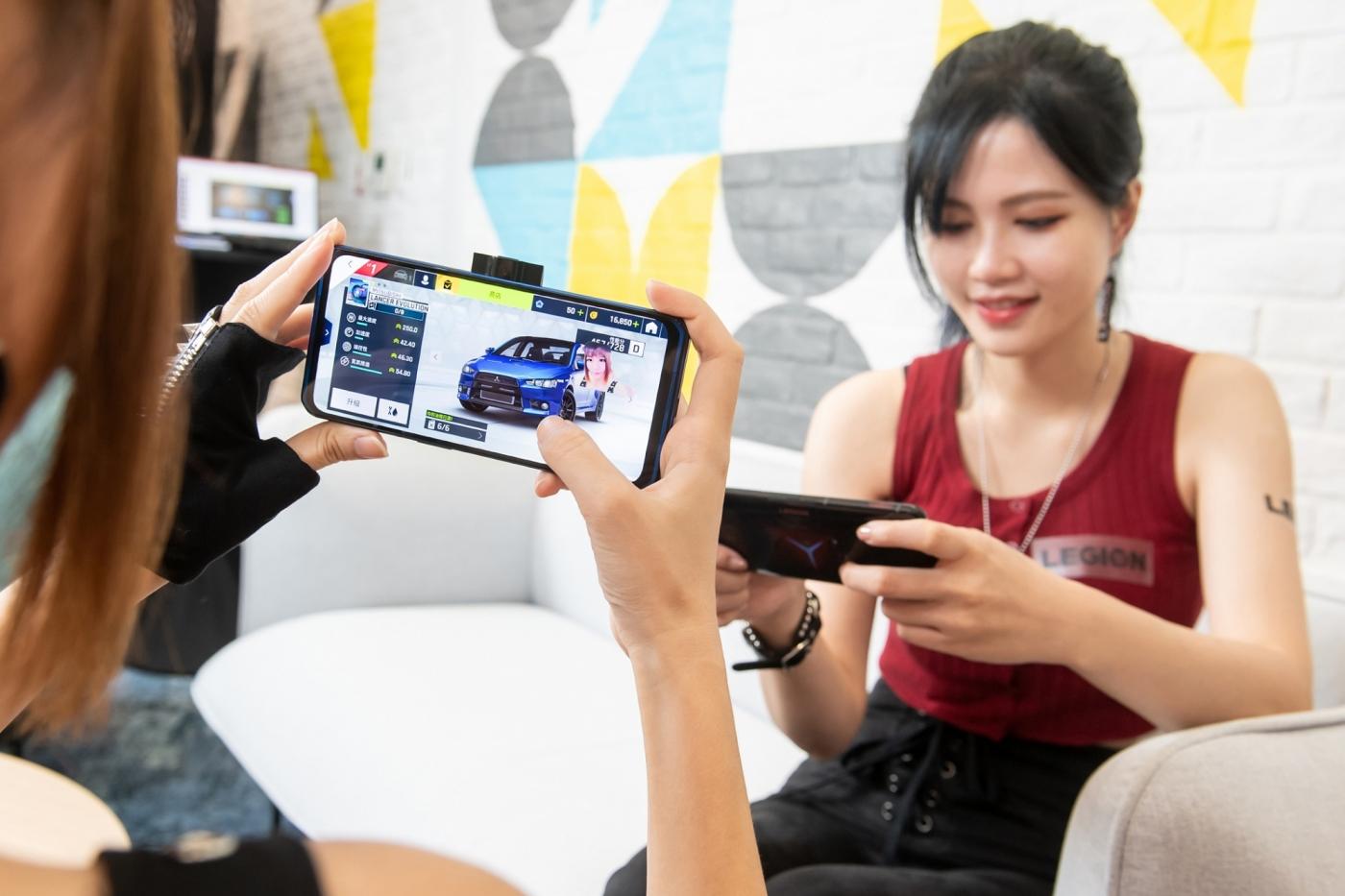 聯想電競手機來了!明年還要推串流「掌上遊戲機」,操盤人趙允明卻透露不只做硬體?