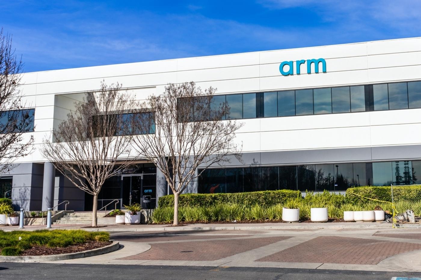 從火雞棚出生的ARM,憑什麼讓賈伯斯和其他大廠都買單,還成半導體史上最大收購?