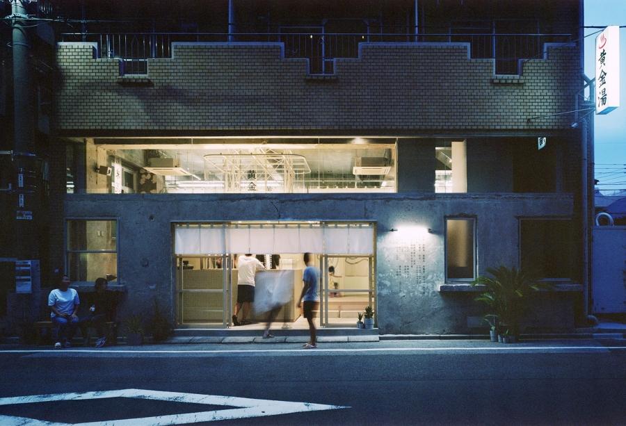東京 35 年歷史「黃金湯」大改造!Blue Bottle御用空間設計團隊操刀,工業風揉合老浴場韻味