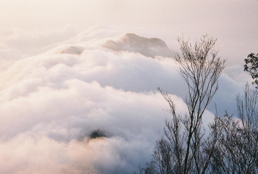 北大武山,雲海之上的獨特存在:於是它成為城裡人們生活的依據,心中的所望。