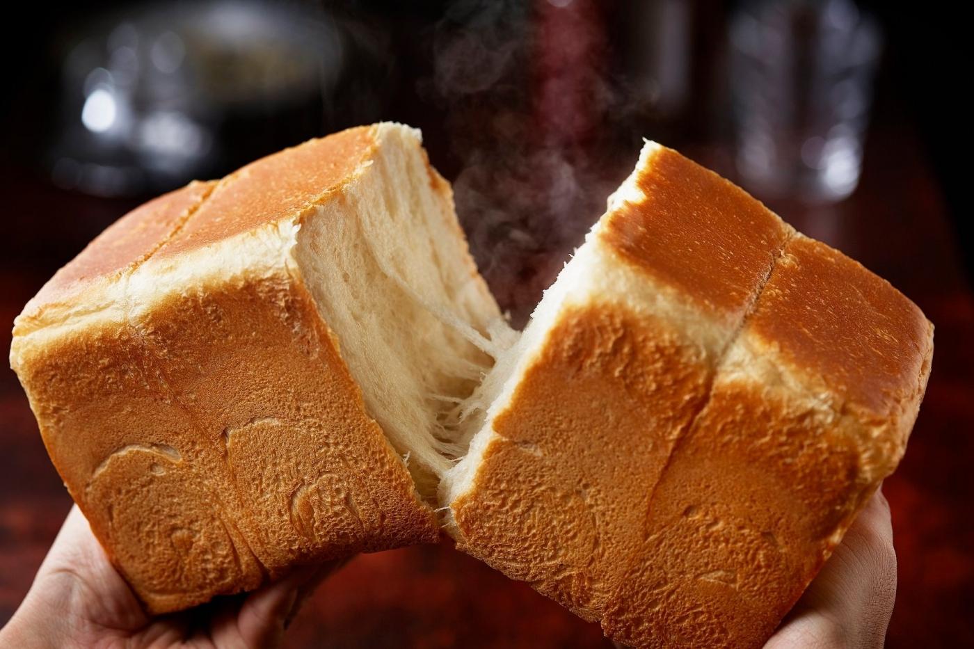 生吐司「生」什麼?在台灣爆紅的日系麵包,原料、熱量、身世之謎大公開