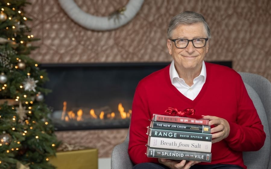 比爾蓋茲冬季推薦書單出爐!從歷史故事到醫學創新,這5本陪你度過歲末