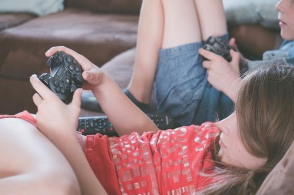gaming-girl-kids-1103555-1