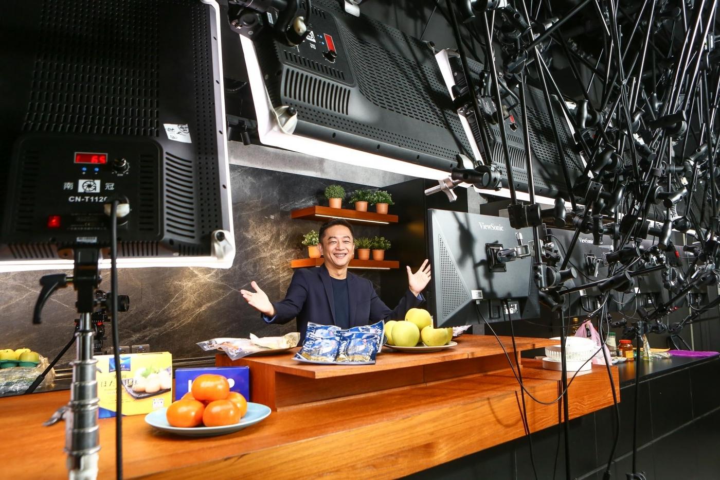年賣4500公噸鯖魚,陳昭榮把「八點檔哲學」搬進直播電商!刺激收視率要靠3大心法