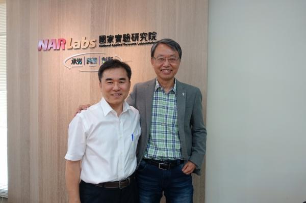 圖1-國家實驗研究院國家高速網路與計算中心主任史曉斌和副主任林錫慶-郭芝榕攝影