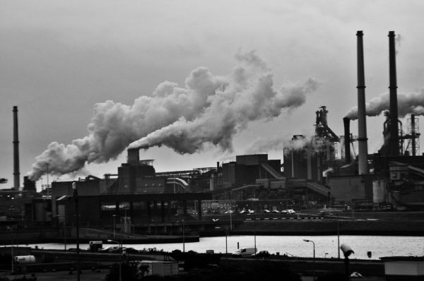 air-pollution-black-and-white-clouds-682078
